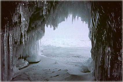 Байкал - леденная пещера