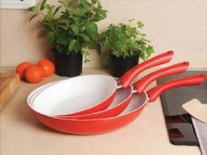 Сковорода с керамическим покрытием.